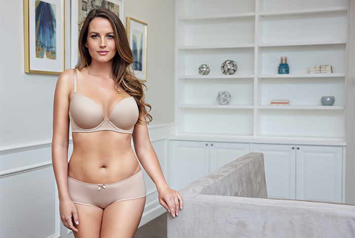 Emma Plunge Molded Bra P5490 and Hipster P5495